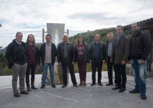 Το Διοικητικό Συμβούλιο στο άγαλμα