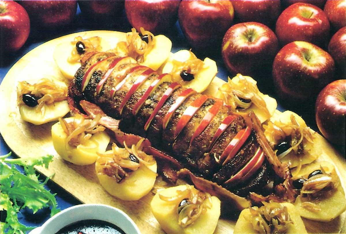 Χοιρινό ψητό κρασάτο με μήλα